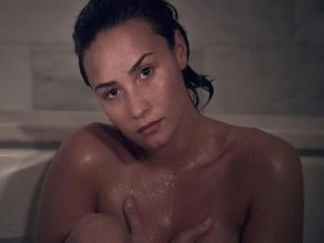 Demi Lovato posa totalmente desnuda como Kim Kardashian