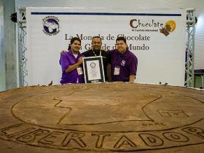 La moneda de chocolate más grande del mundo recibe certificación Guinness