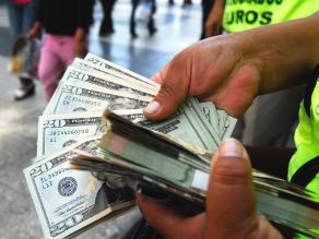 El dólar inició la jornada de hoy viernes bajando a S/.3.223