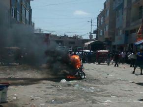 Chiclayo: vecinos queman mototaxi de delincuentes