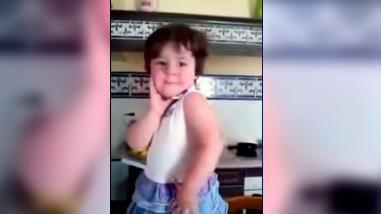 YouTube: Esta podría ser la niña más 'posera' de todo el mundo