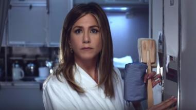 Jennifer Aniston protagoniza disparatado spot de aerolínea