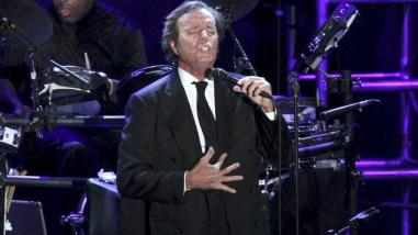 Julio Iglesias: Donald Trump es un payaso