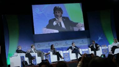Sean Penn en Junta de Gobernadores: Jóvenes quieren lograr sus sueños