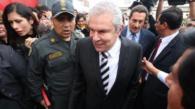 Castañeda evalúa renunciar a alcaldía de Lima y postular a presidenciales en 2016