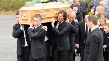 Jim Carrey llevó el ataúd de su exnovia en funeral