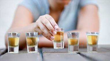 El 40 % de las personas inicia consumo de alcohol con su propia familia