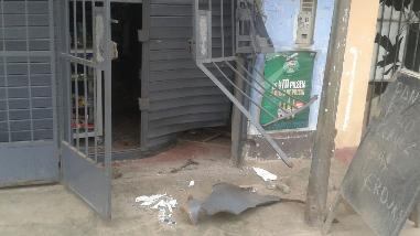 Extorsionadores arrojan explosivo en bodega de comerciantes en Huaral
