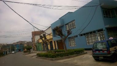 Cables descolgados en La Victoria generan inseguridad