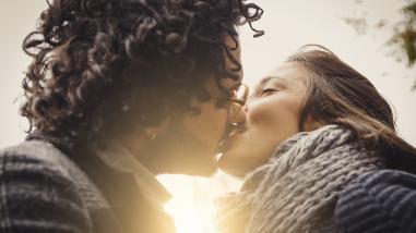 El beso con lengua causa estos efectos en tu cerebro