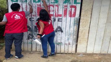 Retiran propaganda del Apra pegada en postes de alumbrado público