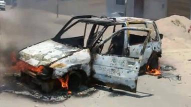 Chapa tu choro: vecinos queman taxi presuntamente usado por delincuentes
