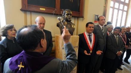 Congreso homenajeó a Mariano Melgar con busto en uno de sus pasadizos