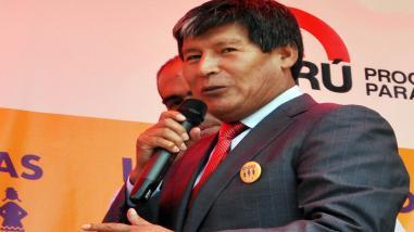 Expectativa por audiencia contra prófugo gobernador regional