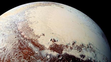 Nuevos datos muestran que superficie de Plutón es diversa y de varios colores