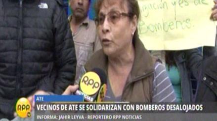Ate: vecinos se solidarizan con bomberos desalojados