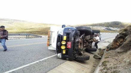 Huamachuco: ambulancia sufre vuelco cuando llevaba a paciente de emergencia
