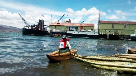 Pobladores participaron del concurso de balsas de Totora en el Lago Titicaca
