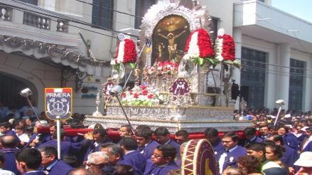 Señor de los Milagros inició su recorrido procesional en Chiclayo