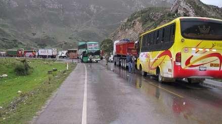 Carabaya: pobladores bloquean vía que conecta Puno con Madre de Dios