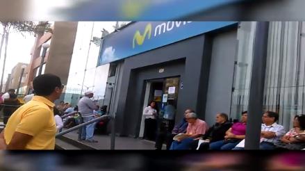 Pueblo Libre: ancianos esperan ser atendidos en exteriores de empresa de telefonía