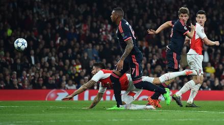 Arsenal vs. Bayern Munich: Olivier Giroud anotó con la 'Mano de Dios'