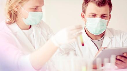España: Patentan fármaco que reduce un 50% cáncer de mama, colon y melanoma