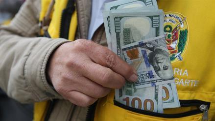 Precio del dólar sube a S/. 3.261 en mercado cambiario