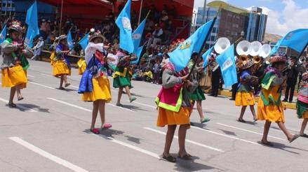 Colorido desfile por 89 aniversario de la provincia de San Román
