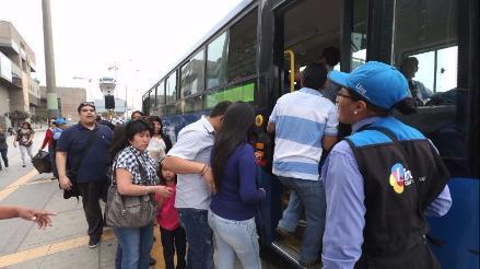 Cien buses azules circularon para atender a pasajeros afectados por paro