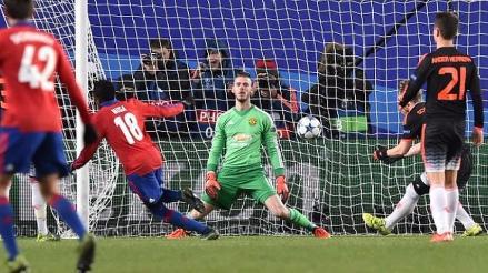CSKA vs. Manchester United: De Gea atajó penal pero tiene muy mala suerte en el rebote