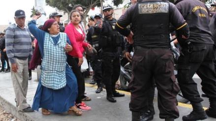Trujillo: ambulantes agreden a agentes ediles durante desalojo