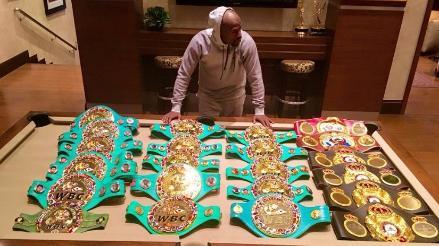 Facebook: Floyd Mayweather presumió sobre todos los títulos que ganó en su carrera