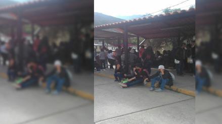 Cusco: estudiantes varados esperan servicio de tren de empresa en Ollantaytambo