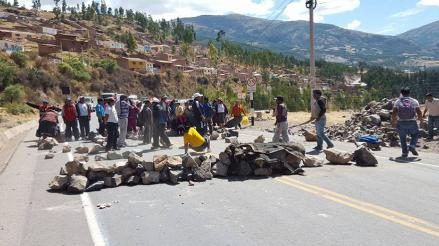 Vehículos varados en vías que unen Puno, Arequipa y Abancay