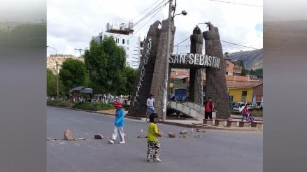 Usan niños para bloquear vías en paro regional del Cuzco