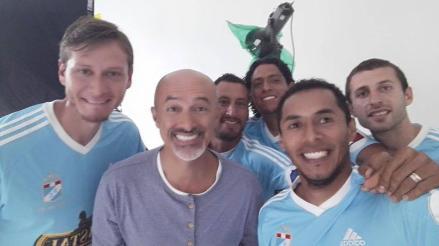 Facebook: fanáticos de Alianza Lima cuestionan hinchaje de Carlos Alcántara