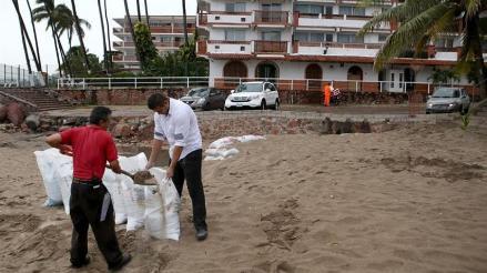 Estados Unidos ofrece ayuda a México por paso de huracán Patricia