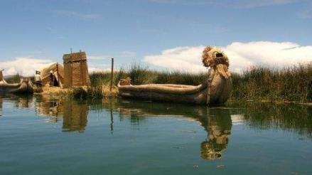 Comuneros y comerciantes realizaron limpieza del Lago Titicaca