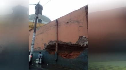 Parte de histórica iglesia de San José a punto de colapsar en el Cercado de Lima.