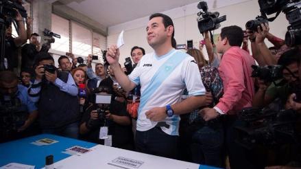 Guatemala: Cómico Jimmy Morales arrasa en elecciones y es el nuevo presidente