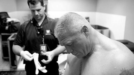 WWE: Brock Lesnar y su terrible corte tras ganar a The Undertaker en Hell in a Cell