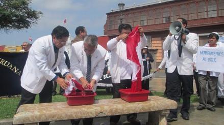 Trujillo: trabajadores del sector salud acatarán mañana paro de 24 horas