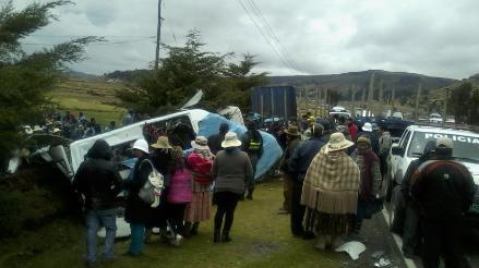 Identifican a fallecidos de choque vehicular en vía Puno – Desaguadero