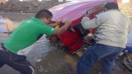 Enorme hueco genera una serie de accidentes en calle de Chiclayo