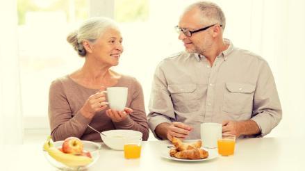¿Cómo debe ser la dieta de una persona mayor?