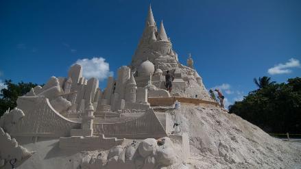 Miami: construyen el castillo de arena más grande de mundo