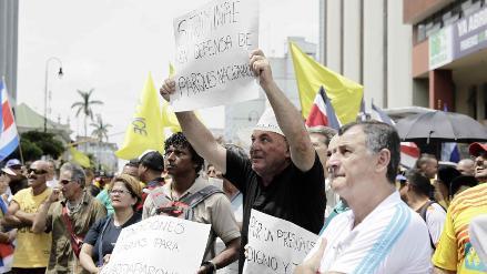 Costa Rica: cientos marchan contra la política económica del Gobierno