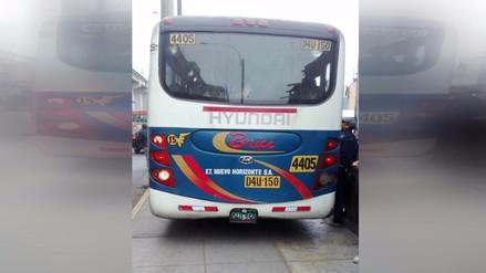 Bus sin frenos casi atropella a pasajeros en paradero del Cercado de Lima