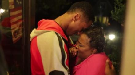 YouTube: jugador firmó contrato en la NBA y compró casa a su mamá